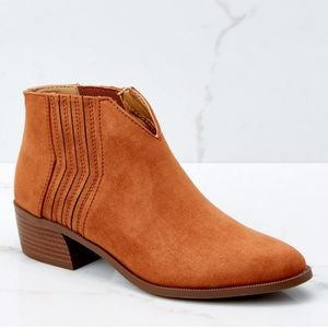NWT Ankle Bootie By Qupid 8.5 Cognac/Rust Suede